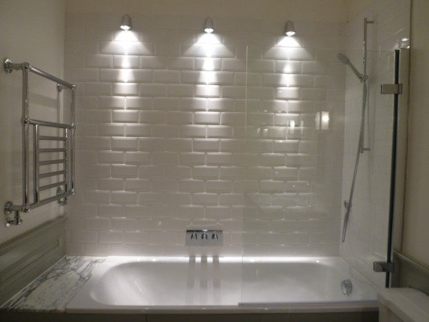 white shower-tub