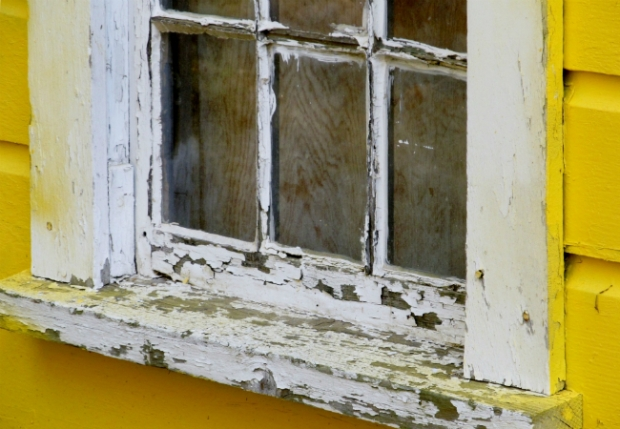 Lead_Paint_Old_Windowsill