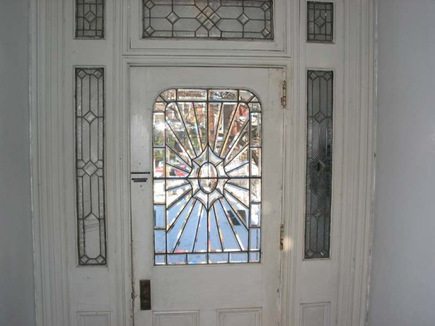 Modern-Glass-Front-Door-Design-Idea