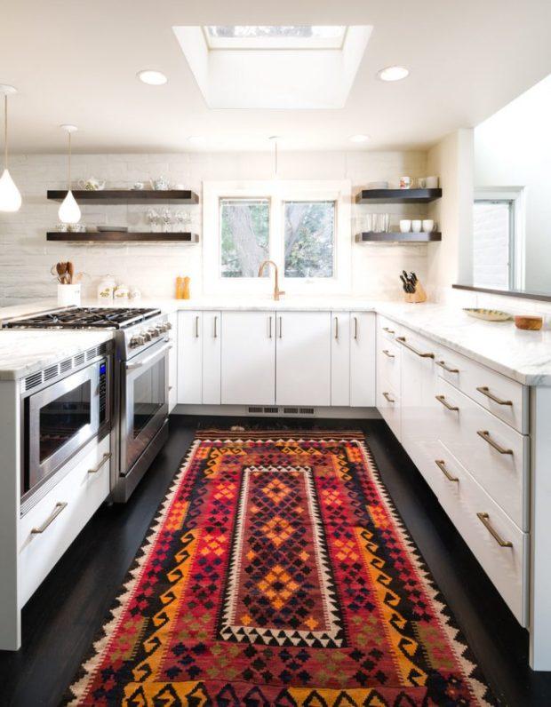 baroque-aztec-rug-in-kitchen-750x964