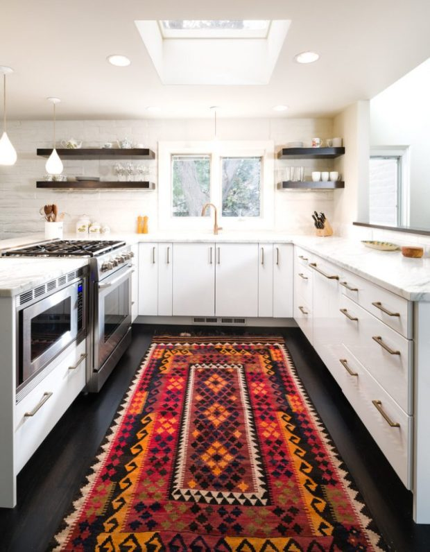 baroque-aztec-rug-in-kitchen-750x964