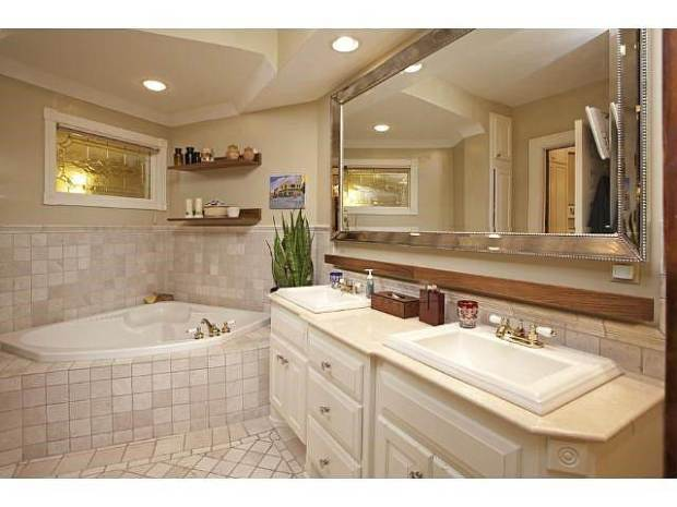 mary-tyler-moore-bathroom-today-170126_d3912617817a1ce5e032408dd950d460-today-inline-large